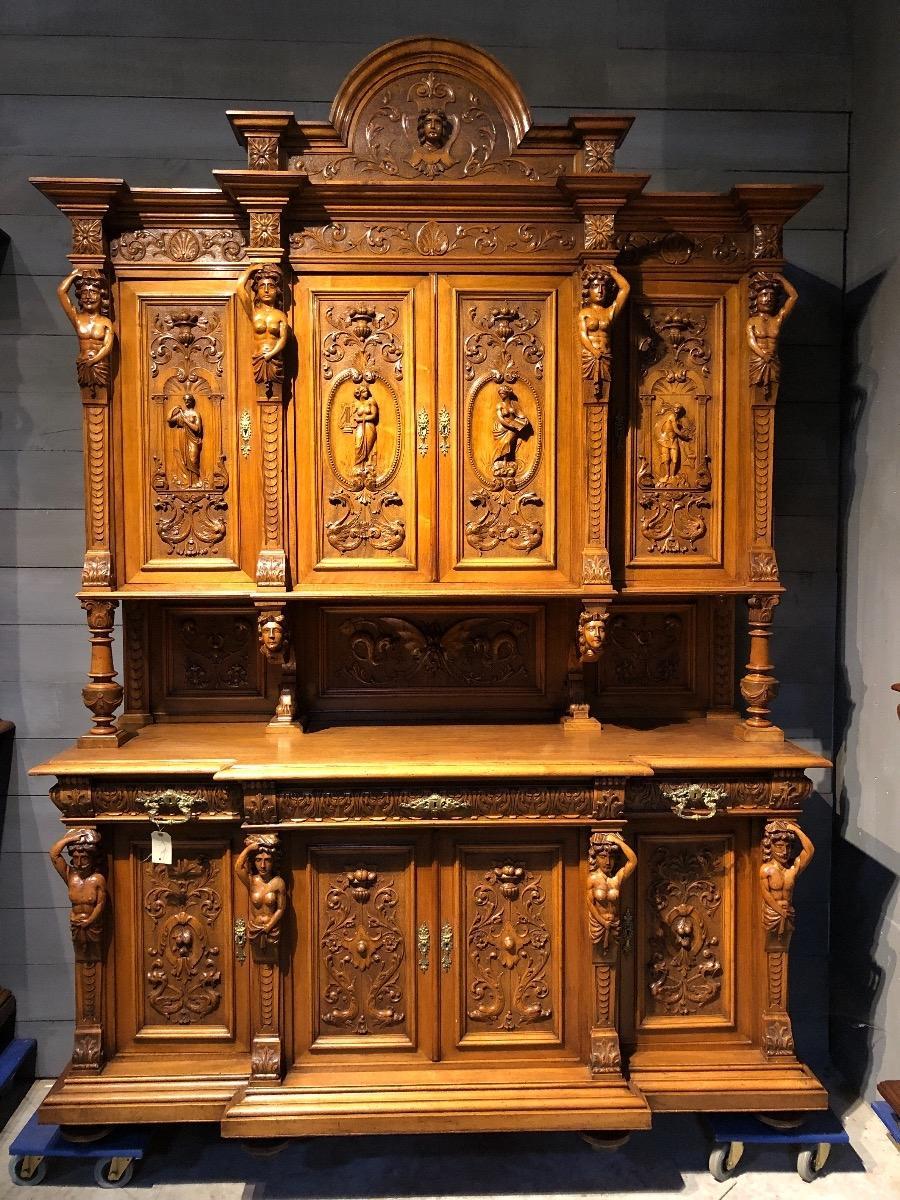 Exceptionnal Castle Cabinet