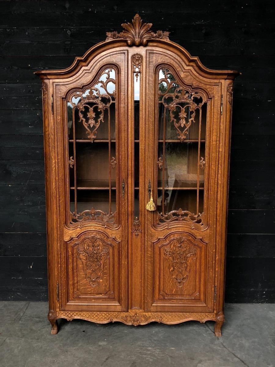 Oak Liege Fine Carved Régence Cabinet